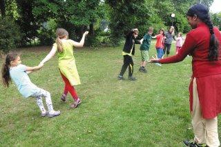 3_Grundschule_Was-Adivasi-Kinder-spielen.jpg
